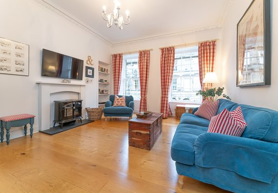 Cumberland Street No.3 1 - Family living room in Edinburgh holiday let with TV and comfortable seating