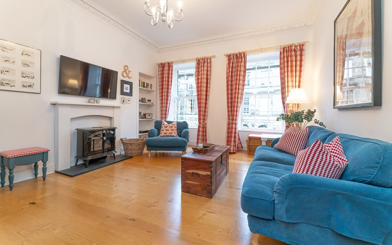 65 Cumberland Street-17 - Family living room in Edinburgh holiday let with TV and comfortable seating