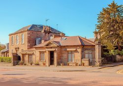 603234-gatekeepers-cottage-arthurs-seat-1