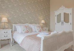 17.Floral Bedroom