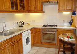 Family kitchen, very well equipped, with access to the patio and backgarde.