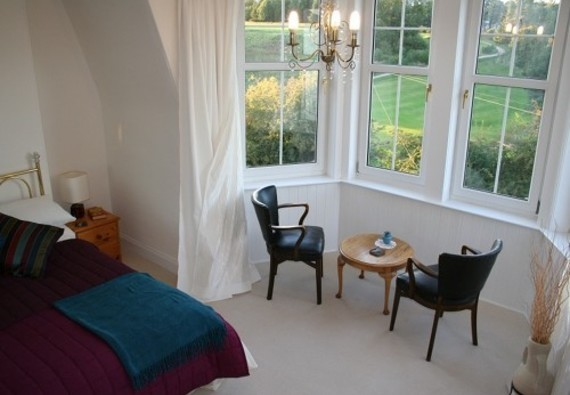 Master bedroom - The beautiful master bedroom has a seating area in the bay window for you to enjoy the lovely views over Craigmaillar Park Golfclub, Blackford Hill and the Royal Observatory and Arthur's Seat.