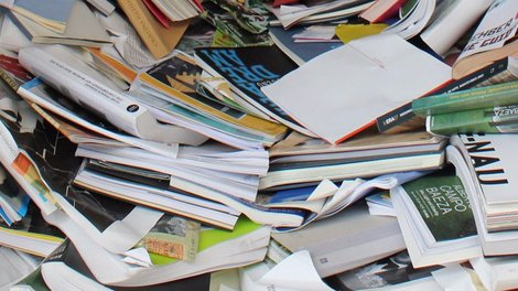 cluttered-pile-of-books