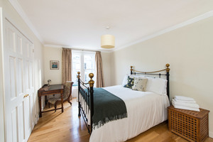 Albany Street Townhouse Double Room - Large double bedroom with built-in wardrobes and antique desk and chair