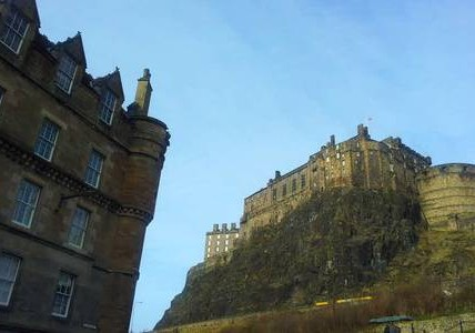 The apartment is situated next to Edinburgh Castle