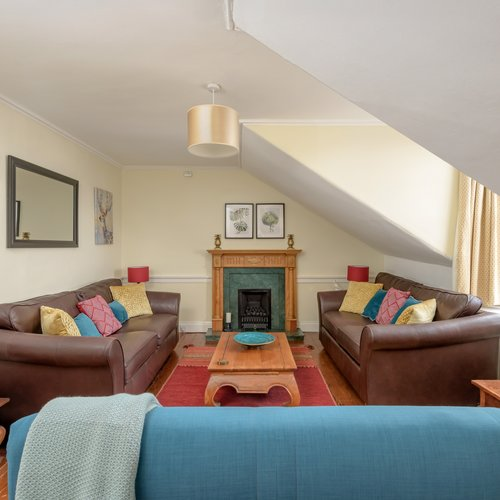 Bright airy living room with plus leather sofas in Edinburgh holiday let