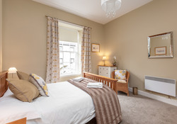 Blair St 1 Edinburgh Self Catering Ltd bedroom 1