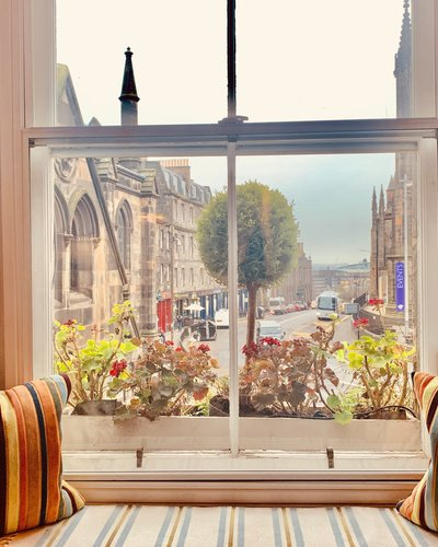 Upper Bow 2 - Fantastic views over historical street in Edinburgh holiday home.
