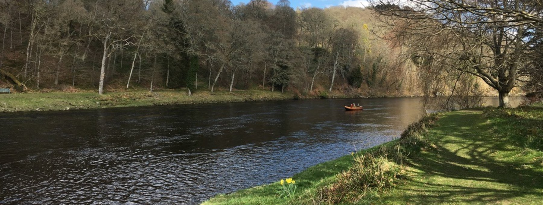 Fishing from the boat on Murthly Beat 2 - Enjoying the company of our ghillies when fishing for salmon on the River Tay at Murthly is all part of the fun. (© Murthly Estate)