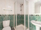 Marchfield Park 5 - Family shower room with green tiling in Edinburgh holiday let