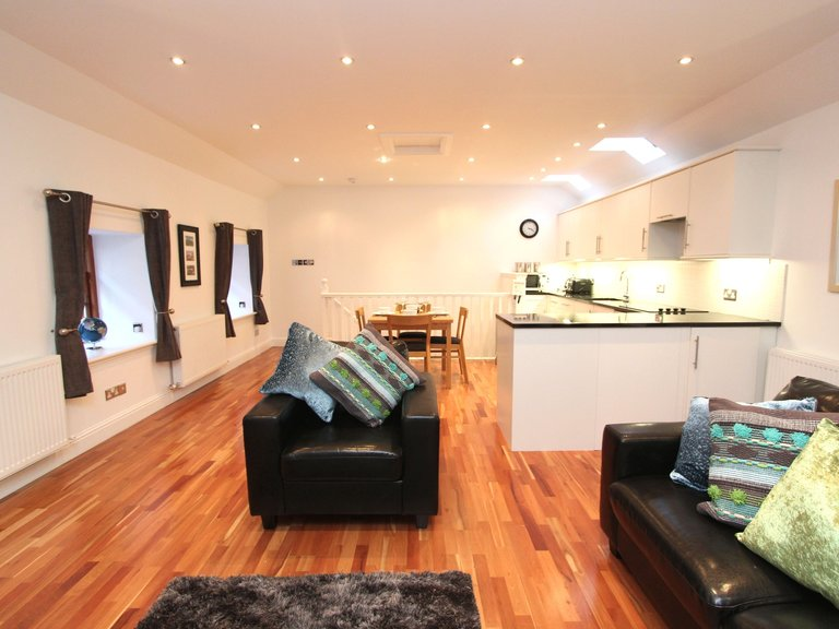 Quiet City Centre New Town Mews Flat With Parking - Upstairs Living Area (© Dunpark Property Agents)