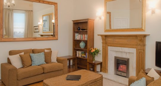 Lynedoch Place 1 - Family living room with decorative fireplace in Edinburgh holiday let