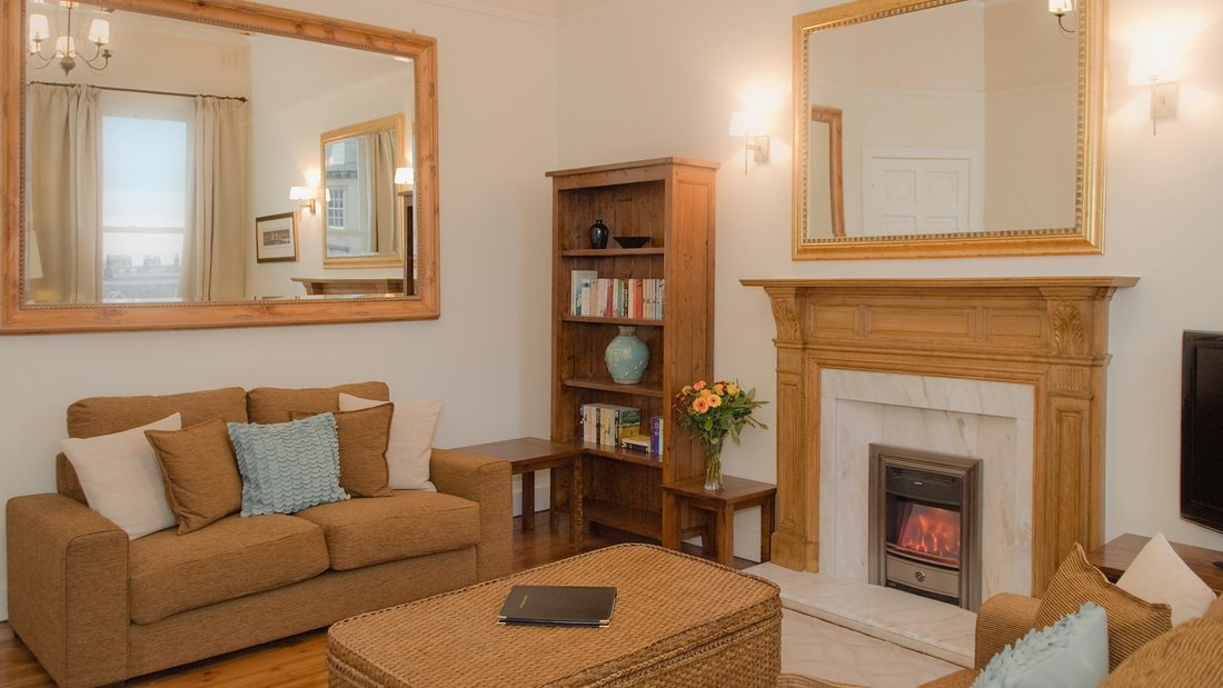 LDP 15 - Family living room with decorative fireplace in Edinburgh holiday let