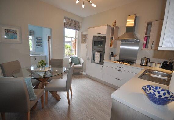 Links Corner, stunning 2 bedroom holiday apartment in Gullane - Kitchen diner (© Coast Properties)