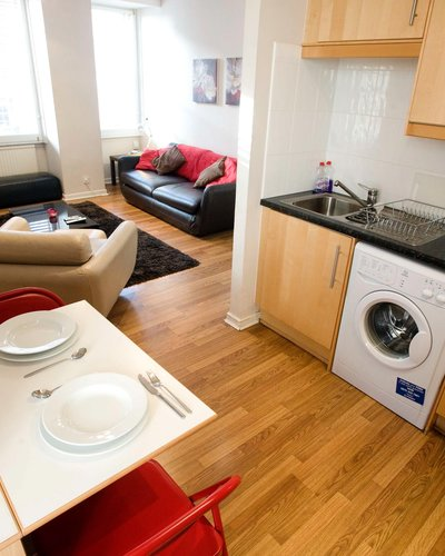 Fleshmarket Close kitchen - 1 Bedroom Edinburgh holiday apartment (© innerCityLets)