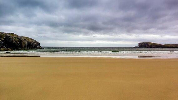 Stroll along Mossyard Beach (© craig-mclachlan-unsplash)