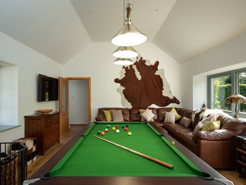 The Eagle's Nest - Luxury lodge with pool table
