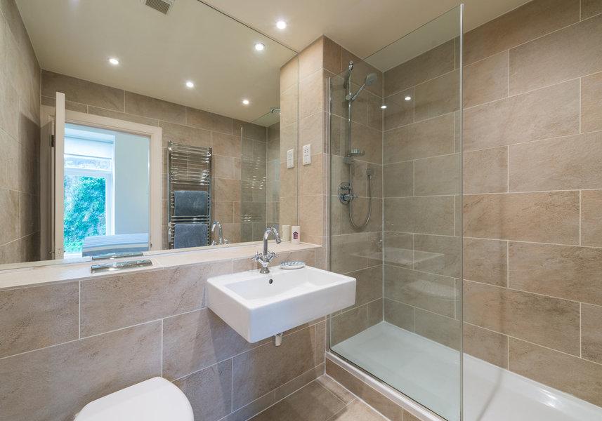 Drumsheugh Gardens Apartment Bathroom