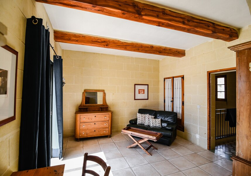 16. Main bedroom ante room