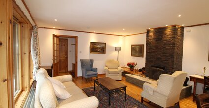 Langrick - Tranquil Home in Nethy Bridge. Living Room with dining area