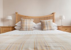 High-Street-king size bed