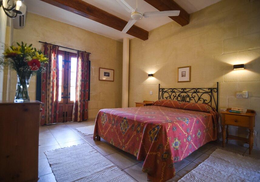 Main bedroom (2)