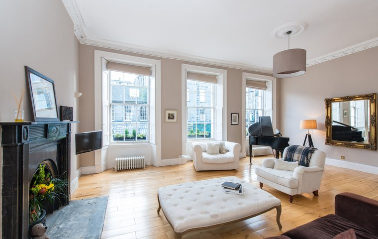 Albany Street Townhouse Drawing Room - Elegant drawing room in Edinburgh Townhouse with period features and contemporary furnishings